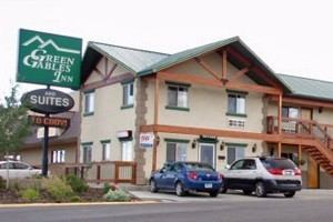 Green Gables Inn :: Located in a quiet area, walking distance to downtown. Well-appointed rooms feature pillow-top mattresses & comfortable bedding. In-room refrigerators & microwaves.