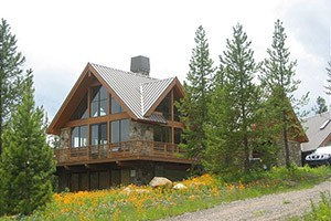 Mountain Home Vacation Rentals - Livingston :: Want your own lodge right on the Yellowstone River? A sweet mountain cabin? Check out our 80+ carefully screened private homes, many right along the river near Livingston.