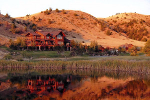 Grey Cliffs Ranch - B&B luxury suites :: Treat yourself to a one- or two-room B&B suite, part of our lodge sitting on 5000 acres with trout pond, hiking trails, Madison River access and fine dining options.