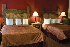 Three Bear Lodge, Restaurant & Park Tours :: Lodge rooms with hand-made furniture, newly renovated motel, conference center, luxury suites and popular restaurant. Yellowstone summer bus tours and winter packages.