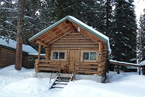 Pine Edge Cabins - at Yellowstone's NE Entrance :: Warm accommodations just minutes from Lamar Valley of Yellowstone. An ideal homebase for photographers, summer anglers, winter snowshoers and X-C skiers.