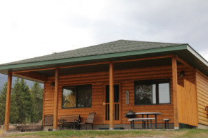 Yellowstone Park Riverfront Cabin :: Overlooking the Yellowstone River, adjacent to National Forest & National Park land, our cabin sleeps 6, is fully (and nicely) furnished, and enjoys a quiet 360 location.