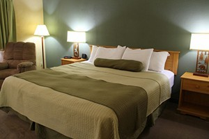Western Heritage Inn - by Travelodge :: Newly-renovated rooms & suites near shops, dining, art & cultural festivals. AAA rated, hot tub/steam room & complimentary hot breakfast. Book online or call 406.586.8534