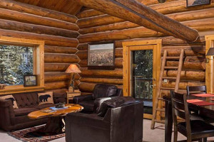 Silver Gate Lodging - Amphitheatre House sleeps 10 :: Located in Silver Gate, at Yellowstone's northeast entrance, this 3-bedroom home is warm and inviting. Extra loft space for guests, modern kitchen, overlooks towering peaks.