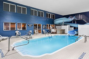 Ramada Inn of Bozeman :: Newly-renovated, our well-appointed rooms and suites offer warm comfort at great rates. With a waterslide & pool for kids and hot tub for adults. Pet-friendly rooms.
