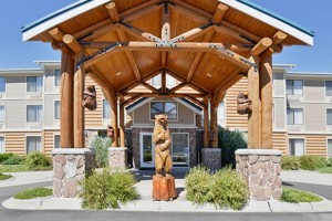 Lodging at Yellowstone - hotels around the Park