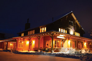 Gallatin River Lodge - TripAdvisor 2017 winner :: First-class year-round lodge w/suites coupled with award-winning dining and superb wine list, make this a weekend favorite & vacationer destination. New Lodge rooms in 2012.